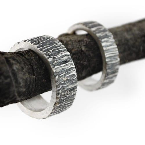 alianzas de plata oxidada corteza de árbol