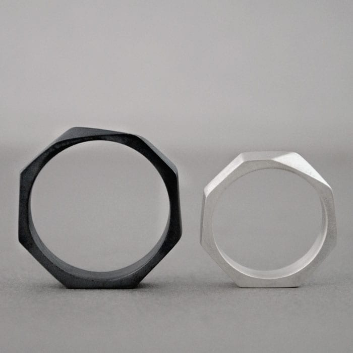 Silver Engagement Black Ring – Triángulo Escaleno