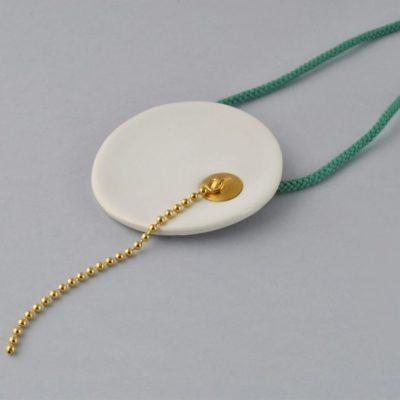 Collar de Porcelana – Fragmento de Bañera y Tapón