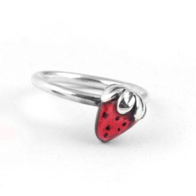 anillo de plata fresa roja